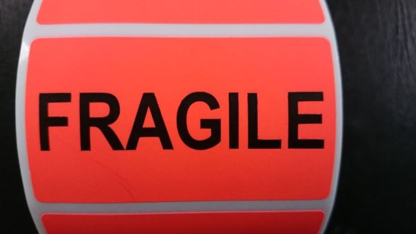 Picture of Fluro Red 70mm x 40mm with FRAGILE in black, 38mm core, 1 across Label, 1,000per roll